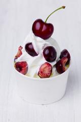 Frozen Joghurt mit Kirschen