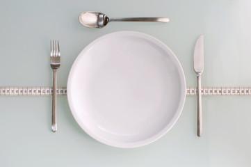 Besteck und Geschirr richtig platzieren, ausrichten