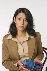 Frau jung mit Handtasche, Portrait