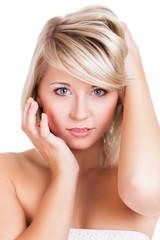 attraktive blonde junge Frau