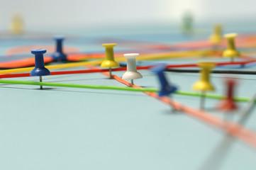 Pins symbolisieren Networking