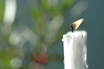 Weiß Kerze brennt