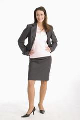 Geschäftsfrau stehen mit den Händen auf der Hüfte, Lächeln, Portrait