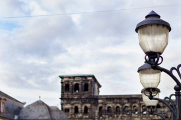 Portra nigra in Trier and street lamps