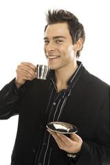 Junger Mann halten Tasse Kaffe, close-up