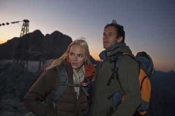 Österreich, Steiermark, Dachstein, Paar, Wandern in den Bergen