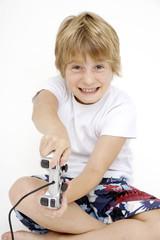 Kleiner Junge spielen mit Paddel