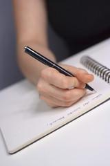 Frau schreiben Notebook