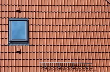 Ziegeldach und Dachfenster