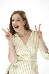 Junge Frau, macht Victory-Zeichen, Sieg, Erfolg