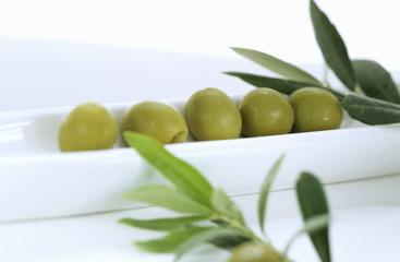 grüne Oliven als Vorspeise
