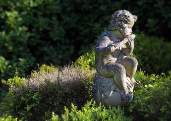 romanische Gartenstatue - romantic statue in the garden