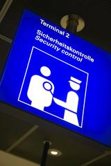 Deutschland, Frankfurt, Sicherheits-Check Zeichen,