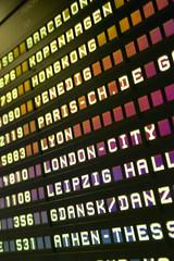 Anzeigetafel bei Frankfurt Flughafen, Deutschland, close-up,