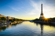 Leinwanddruck Bild - Sunrise at the Eiffel tower, Paris