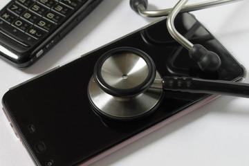 スマートホンとガラパゴス携帯と聴診器
