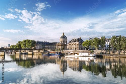 Institut de France et Pont des Arts Paris France