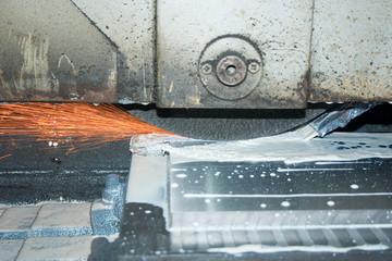 Шлифовка металлической плиты