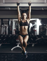 sexy young fitness brunette woman pulls up in the gym. © Fotokvadrat