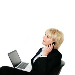 Attraktive Frau mit Notebook