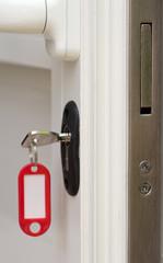 clé sur porte sécurisée