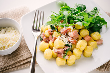 Gnocchi with bacon and arugula