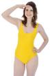 Twen in gelbem Badeanzug schaut
