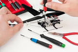 Modellhubschrauber-Reparatur