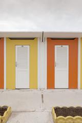 cabine colorate sulla spiaggia