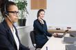Zwei Frauen arbeiten im Büro