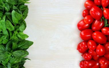 Bandiera italiana in basilico e pomodori