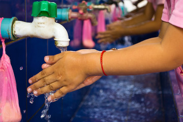 Handwashing, Teachers that schools are teaching children to wash
