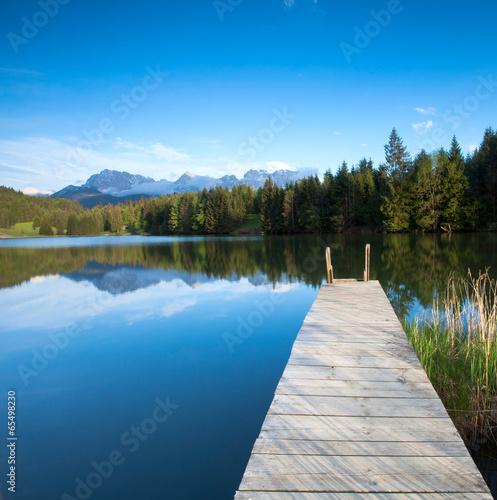 Steg am Bergsee im Karwendelgebirge - 65498230