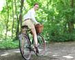 Hübsche lange Beine auf dem Radl