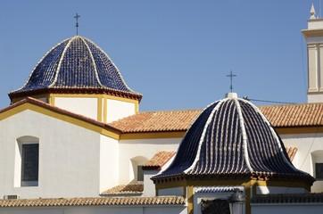 Cúpulas de la iglesia de San Jaime en Benidorm