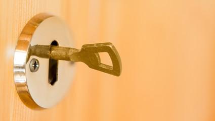Türschlüssel im Schloss