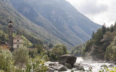 Lavertezzo, Dorf, Fluss Verzasca, Verzascatal, Tessin, Schweiz