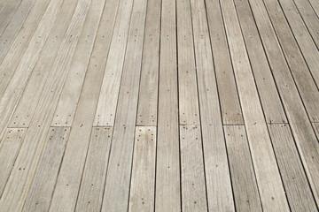 Tavole di legno inchiodate