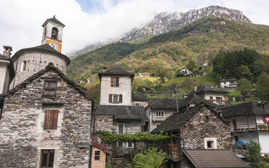 Lavertezzo, Dorf, Valle Verzasca, Dorfkirche, Tessin, Schweiz