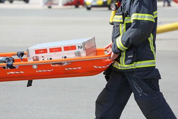 Notfallkoffer auf Schleifkorbtrage