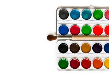 Краски и кисточка