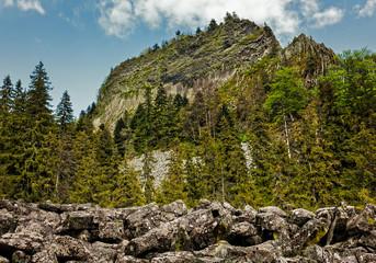 Detunatele massif, Romania