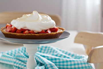 Lemon strawberry meringue pie