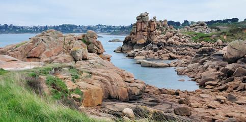 Vue sur les rochers du château du diable, côte de granit rose
