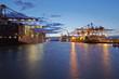 canvas print picture - Containerschiffe am Terminal in der Abenddämmerung