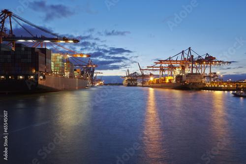 canvas print picture Containerschiffe am Terminal in der Abenddämmerung