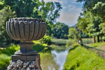 vaso sul fiume
