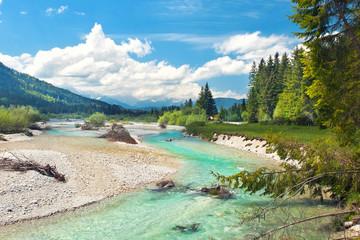 Isar fließt durchs Voralpenland, mit Karwendelgebirge