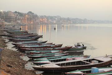 Varanasi am Ganges mit den heiligen Ghats