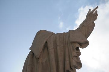 statua padre santo